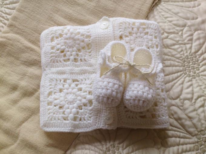 モチーフ編みのおくるみ