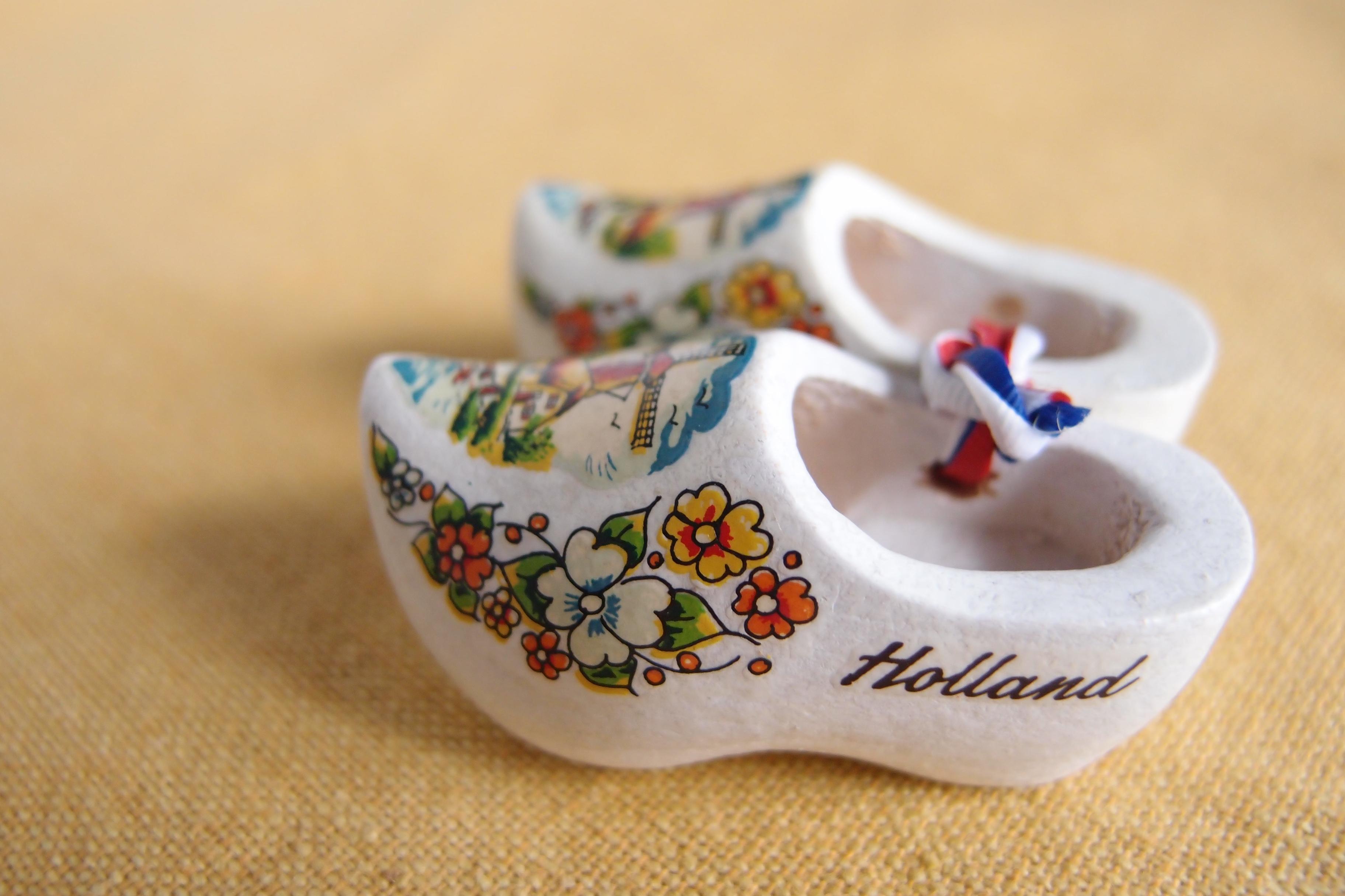 オランダのお土産(工芸品?) 木ぐつと、陶器製の靴