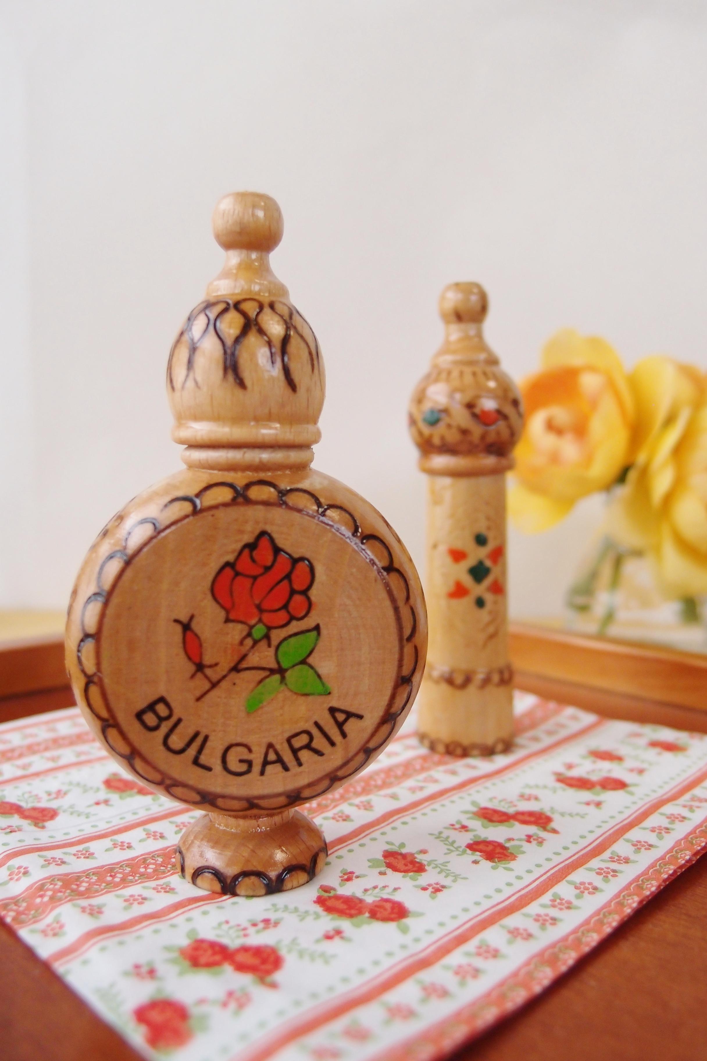 ブルガリアの工芸品ーバラのオイル2種類