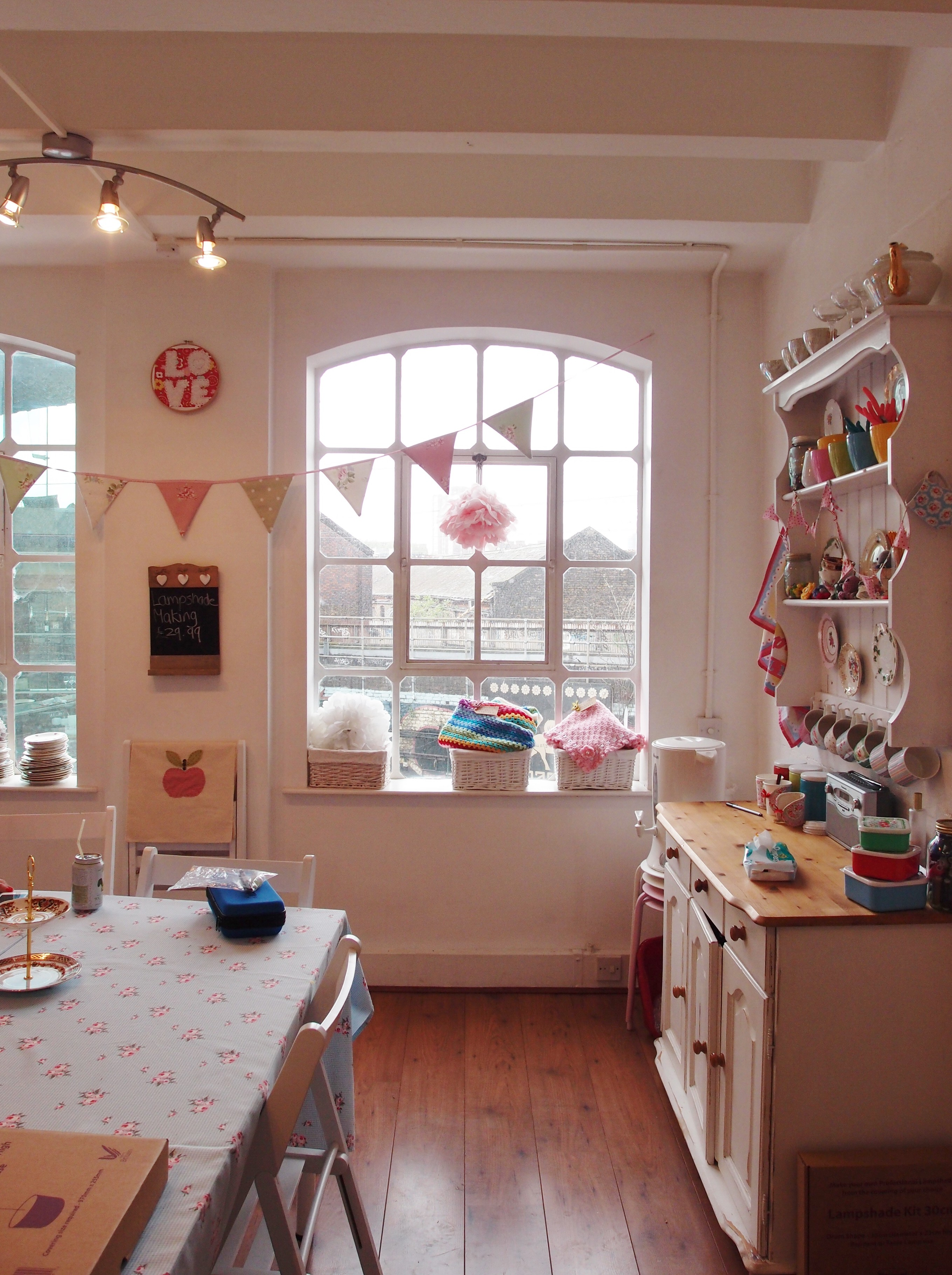 """イギリスの手芸教室 """"Tea and Crafting"""" で、ケーキスタンド作りを体験したときのお話"""