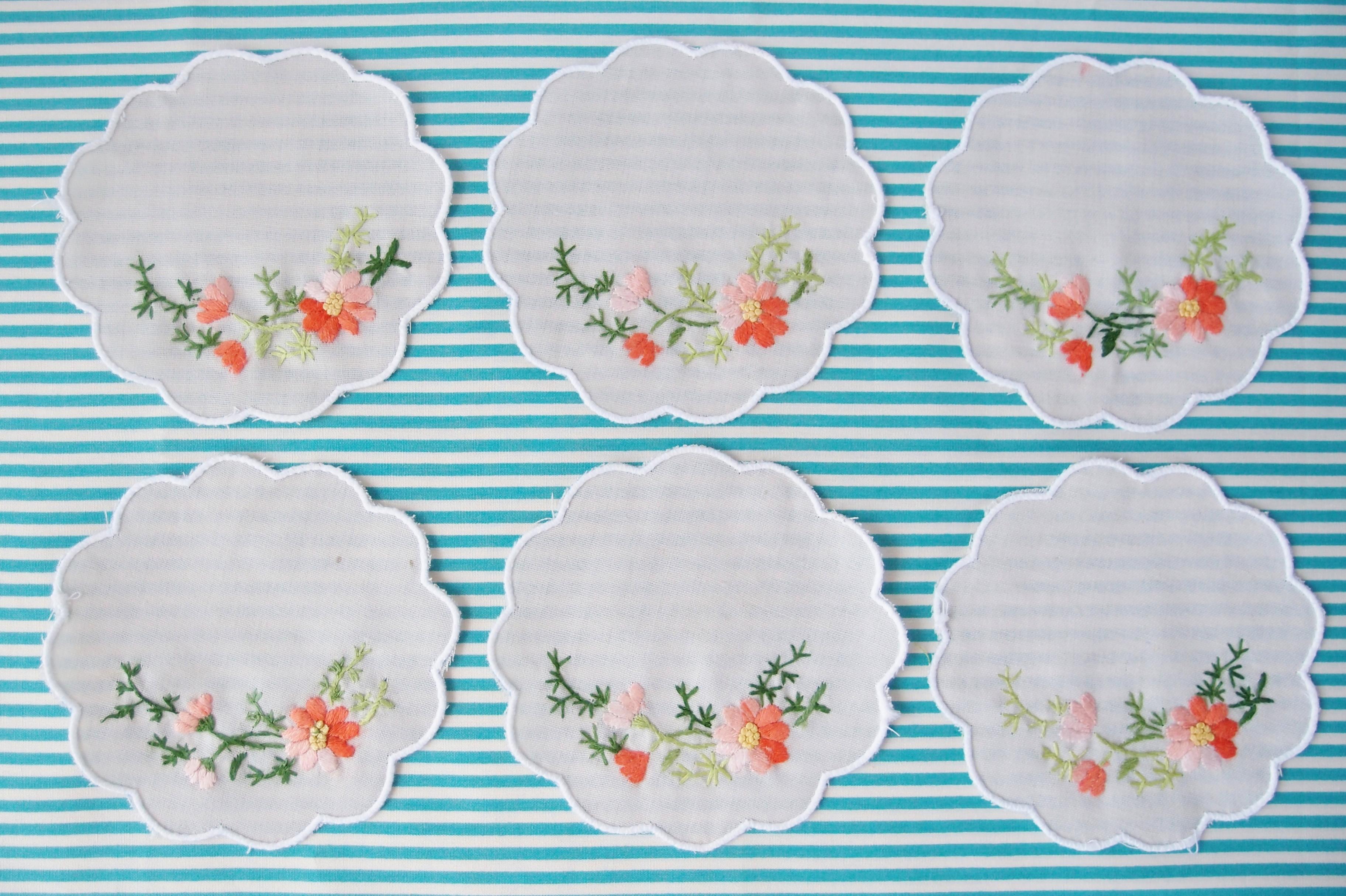 ベトナムの雑貨 ーお花の刺繍が施されたコースターと巾着ー