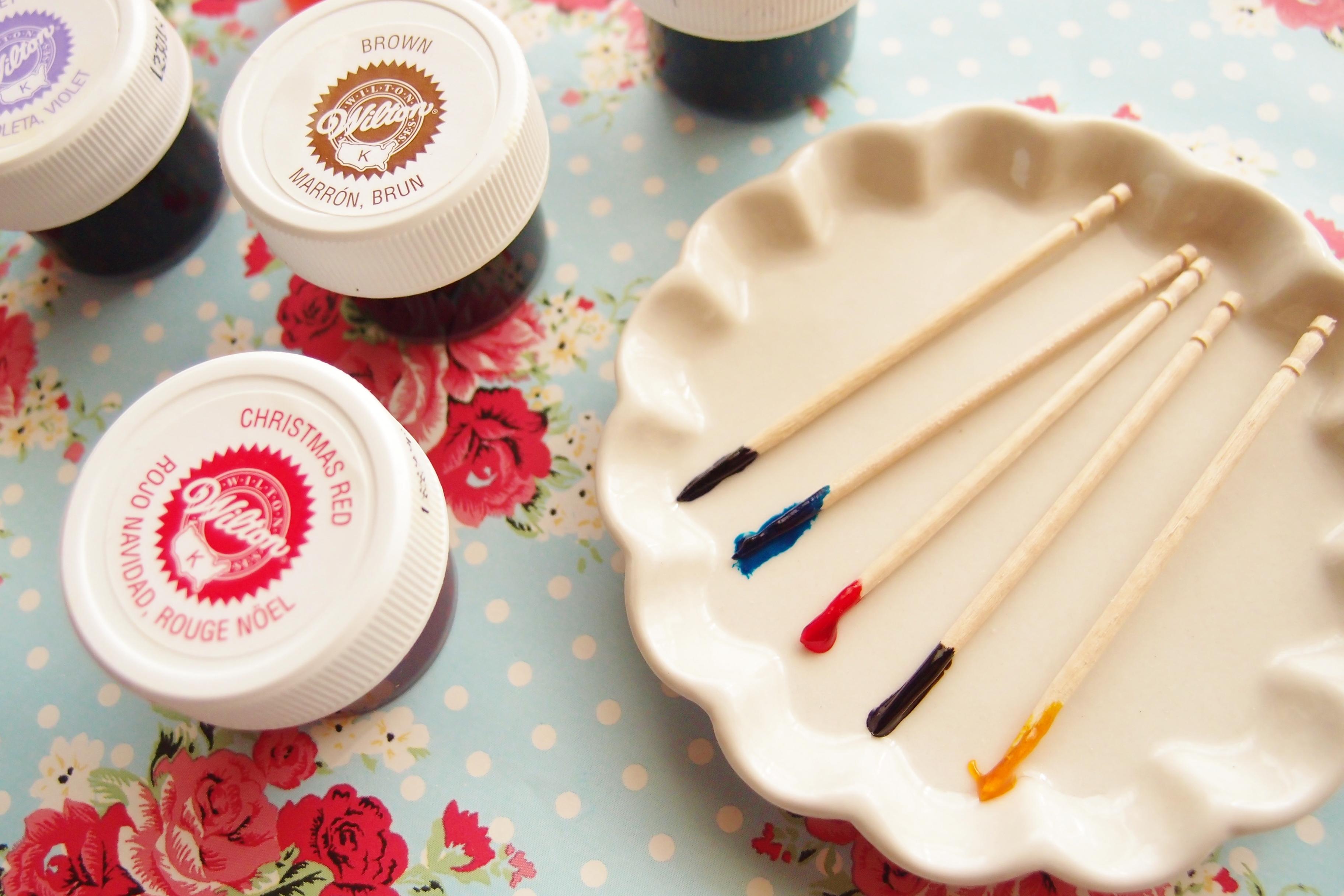ウィルトンのフードカラーで、アイシングを深みのある色に着色する方法