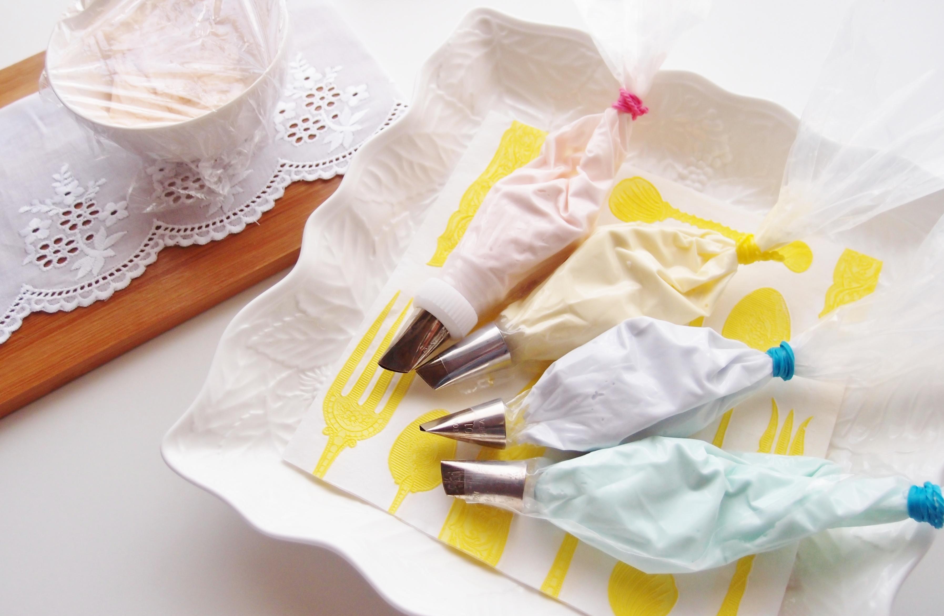 パイピングバッグ(絞り袋)にアイシングを簡単・きれいに詰める方法