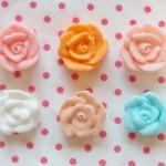 きれいなお花を絞るために重要な事は、アイシングの固さを絞りたいお花の形に調節することです