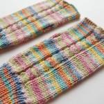 2年前に編み物を再開してから最初に編んだ作品は、メリヤス編みのリストウォーマーでした。
