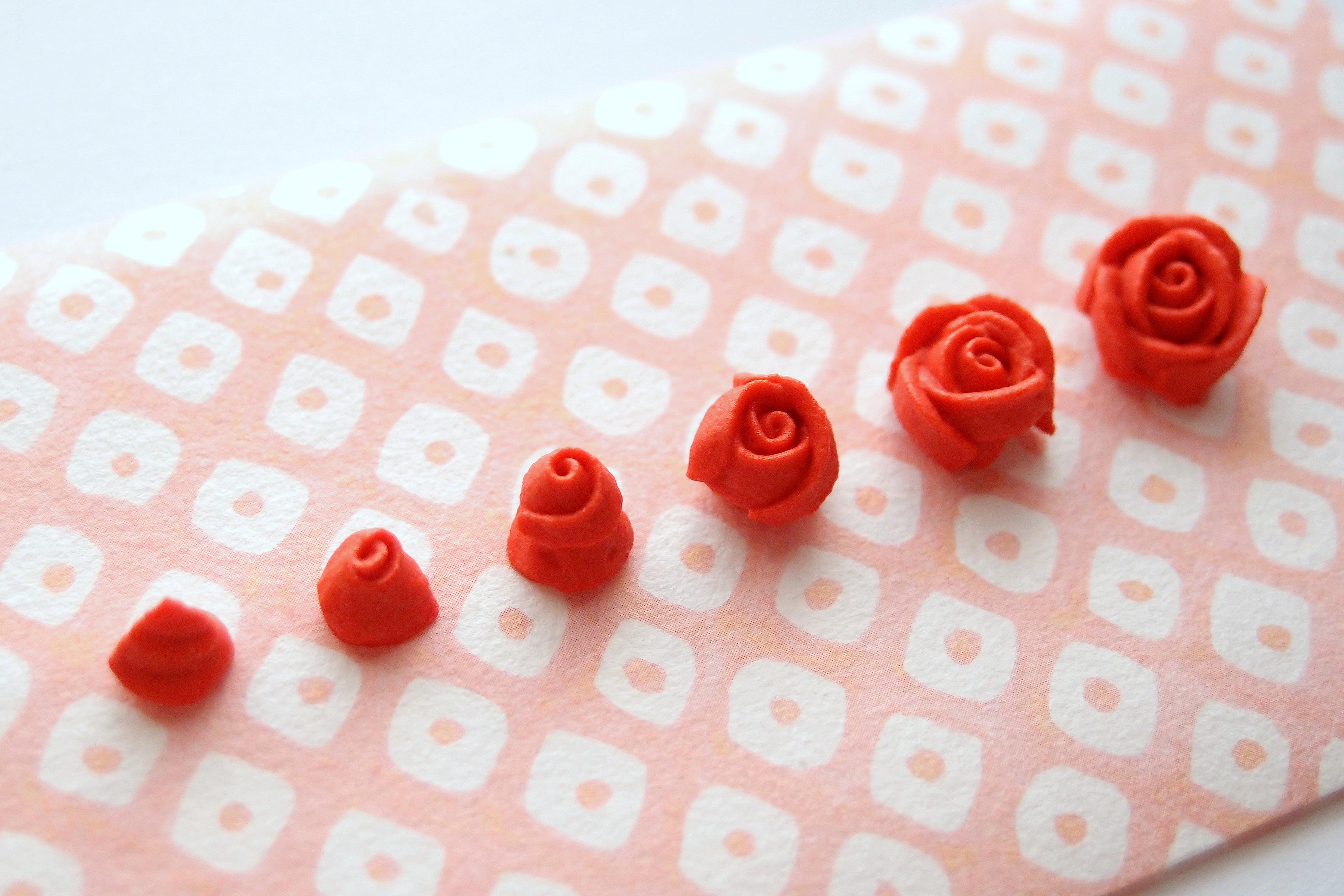 アイシングシュガーで作る、小さなバラの絞り方 その2