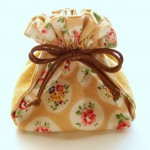 A4サイズの布で作る、ちょっと変わった形の巾着