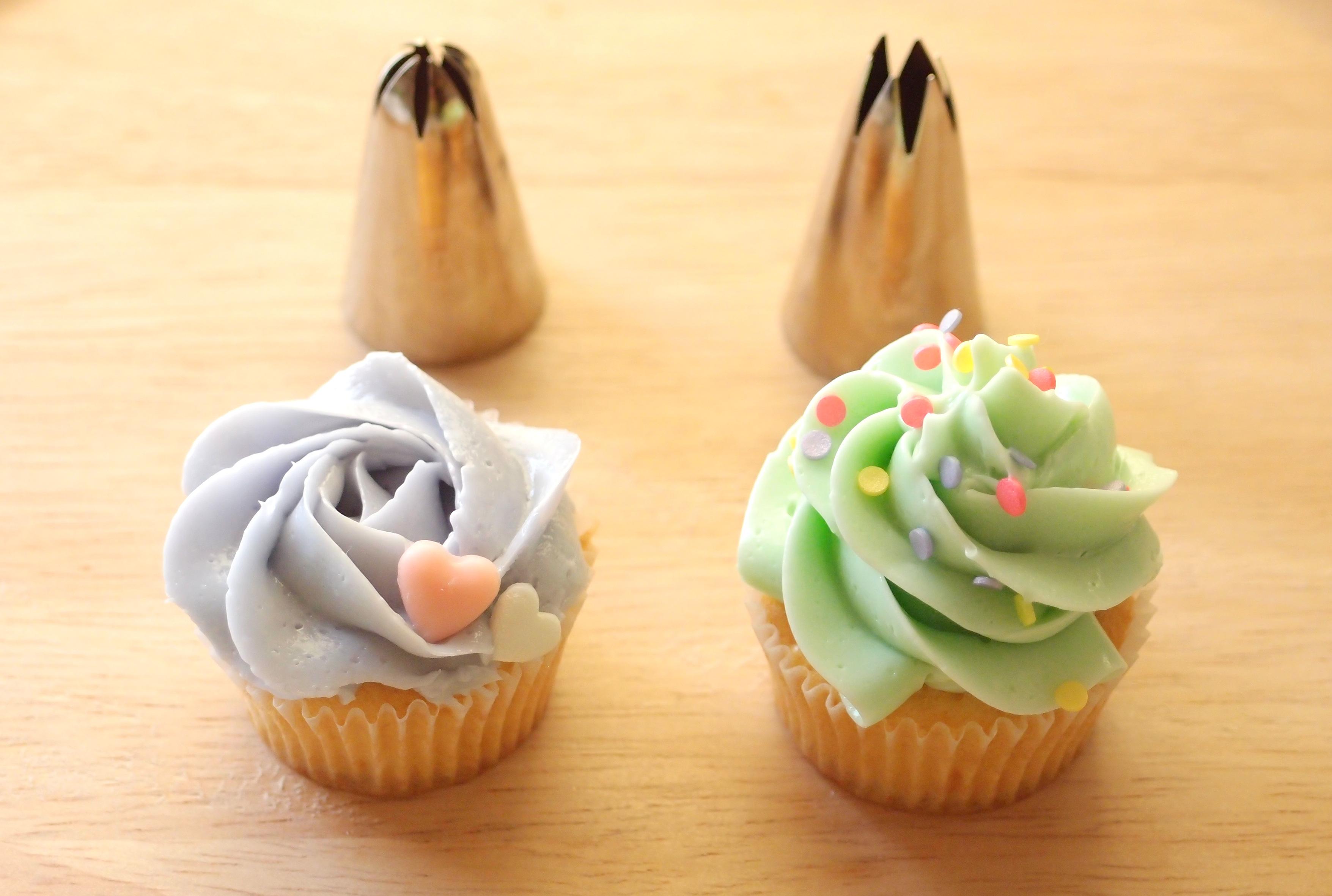 ウィルトンの1Mと2Dの口金を使ったカップケーキの簡単なデコレーション方法
