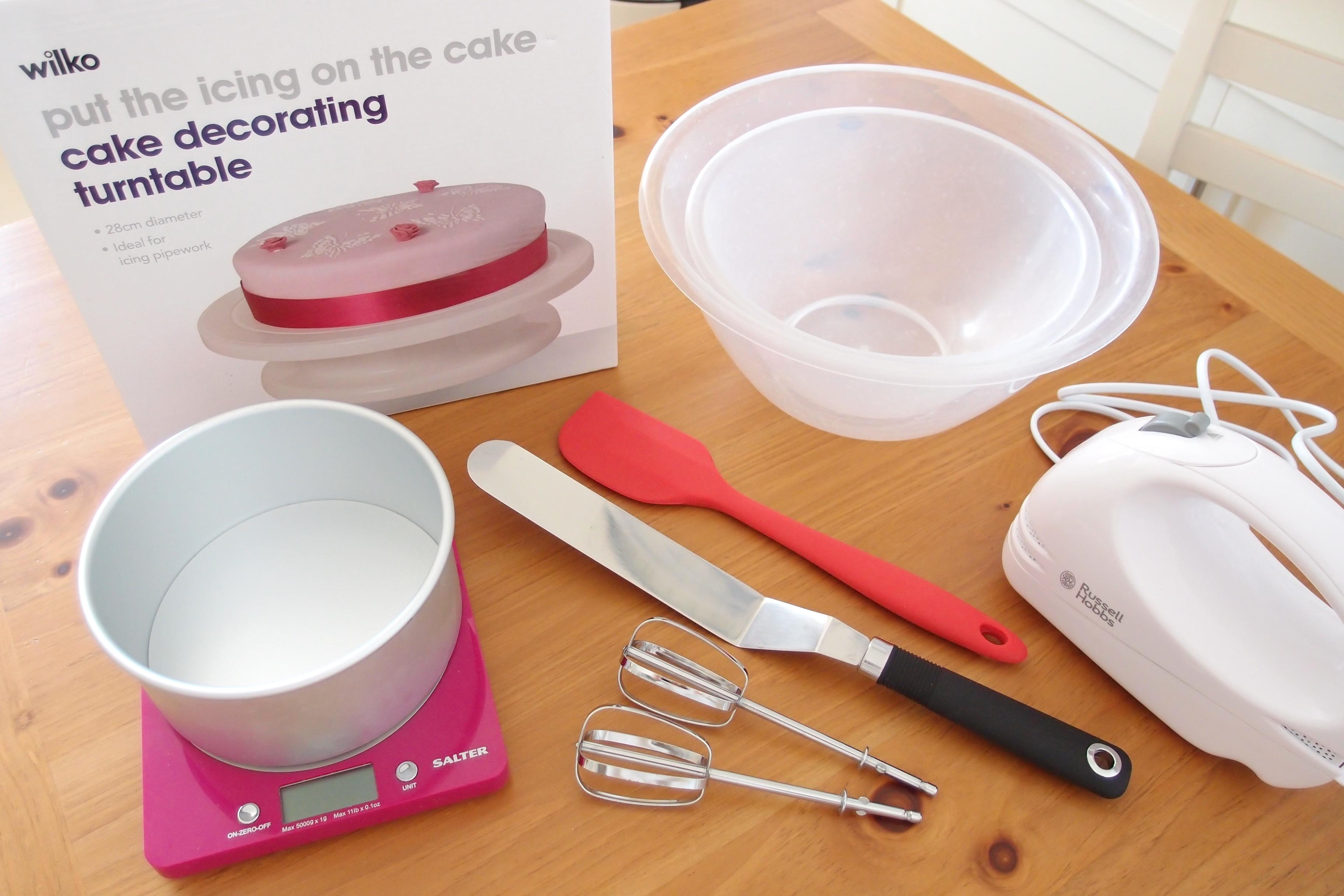 ジェノワーズ(スポンジケーキ)作りに必要な道具を、イギリスで探す