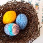 今日はイースターサンデーです。Easter egg を編んでみました。