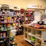 【ラトビア】Kumodē ーリガのショッピングセンター内の毛糸屋さん。ラトビアの糸も取り扱っています。