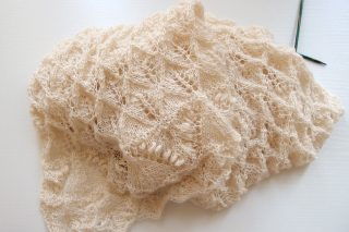 DROPS Whispering Lace (ショール)から学んだ、初心者がレース編みを編むための2つのコツ