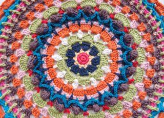 編み図なし!即興で編んだかぎ針編みのモチーフ編みとドイリー