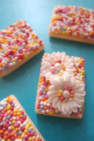 スプリンクル(トッピングシュガー)で作る、とても簡単でかわいいアイシングクッキーの作り方