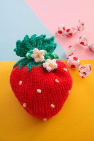 【Raverly】イチゴ型のポーチを編みました。子供が喜びそうな、簡単に編めるかわいいポーチです