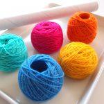 【動画あり】玉巻きの簡単なやり方。ラップの芯を使う方法と、道具なしで作る毛糸玉の作り方です。