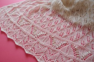 【Ravelry】DROPS Whispering Lace のショール、完成しました!