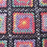 ドイツで買ったOpal の糸で編むグラニースクエア。つなぎ方をネット編みっぽくしてみました
