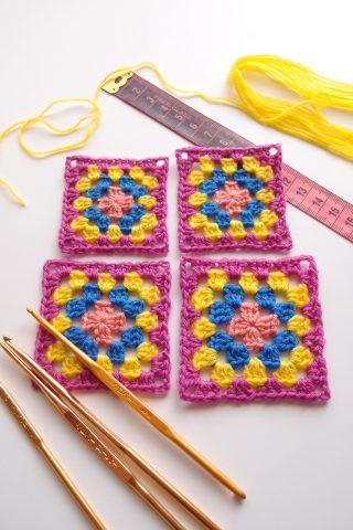 グラニースクエアを編む時に使う糸とかぎ針のサイズについて。用途別に使い分けるのがポイントです!