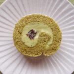 抹茶ロールケーキを作りました。フィリングは抹茶クリームと小豆入りのバタークリームにしたのですが・・・