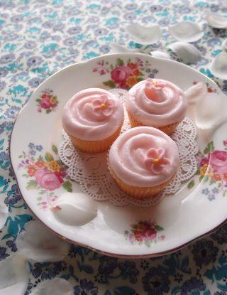 ウィルトンのミニマフィン型で作るカップケーキ。