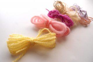 糸玉にするには少ない量の糸を、きれいにまとめる方法。少量の糸をまとめるのに最適な方法です!