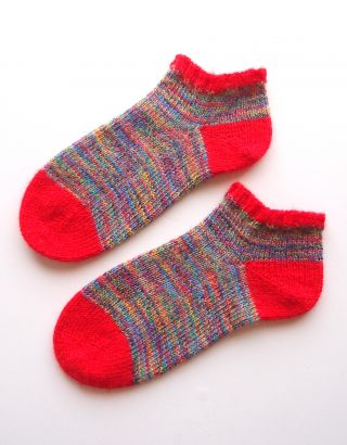 """ドイツの糸、「REGIA」で編んだ靴下。つま先から編む """"Toe Up Socks"""" です。"""