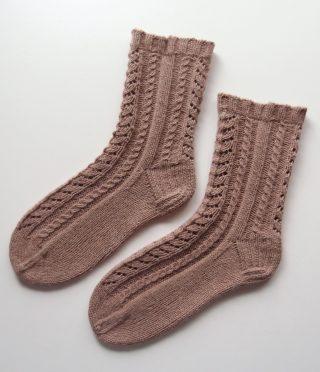 【アヴリル】ラムリネンの靴下再びーつま先の編み方って、結構重要じゃない?と思った