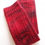 WALNUT Tokyo で購入した糸でレッグウォーマーを編みました