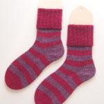 安い毛糸で編んだ靴下、果たしてその履き心地は・・・