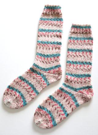 ユザワヤのFREE SOCK で、Toe-up &ドイツ式のかかとの靴下を編みました