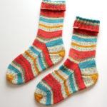 Opal のマルティナさんカラーで編んだ、三角マチのあるタイプの靴下