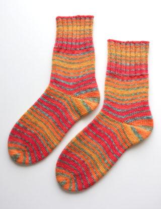 もう一つのドイツ式のかかとの編み方で編んだ靴下。やっぱりこちらの見た目ほうが好きかもしれない