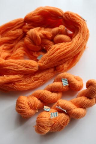【リサイクル毛糸①】既製品のニットをほどいて、毛糸玉にしてみました。方法や感想など