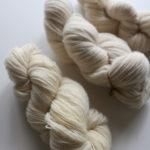 【リサイクル毛糸⑤】中細サイズのセーターをほどく過程で、新しく発見したことがありました!