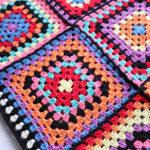 毛糸ピエロで購入したコットンニィート(S)を使って、グラニースクエアのブランケットを完成させました^^;