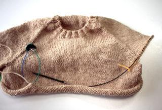 【とじ・はぎなし!】ネックから編むトップダウンのラグランセーターの編み方 その4(最終回)