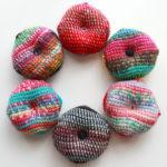 アフガン編みの編地で、ビスコーニュのピンクッションを作ってみました!