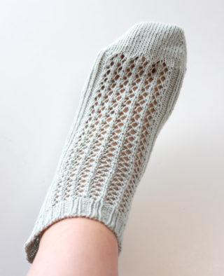 オリジナルのレース模様の靴下を編んでみたのですが・・・