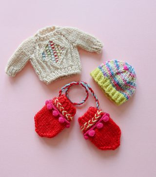 学研みらい様『プリン』12月号の毛糸特集のために編んだミニチュアの服